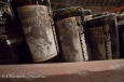 Vieilles bouteilles au séchoir dans le musée Timmermans