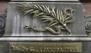Plaque commémorative offerte en hommage à Louis Pasteur par l'industrie régionale de la brasserie en 1901