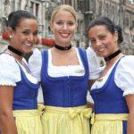 Jolies hôtesses bavaroises et culottes de peau...