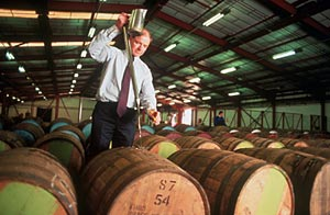 Echantillonage de fûts (©scotch-whisky.org)