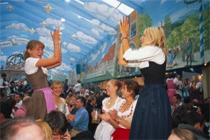 Danse lors de l'Oktoberfest © Kiedrowski Rainer