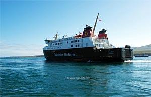 Le MV Finlaggan en approche de Port Askaig