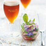 Salade folle pétales de fleurs et foie gras à associer avec une bière de Noël