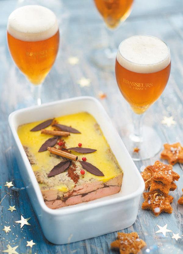 Terrine de foie gras au cacao et épices avec bière de Noël