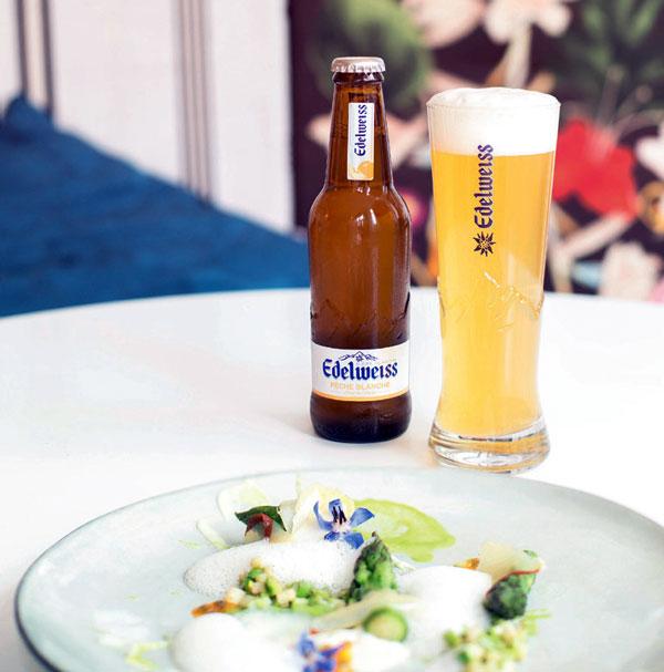 Asperges glacées à la fève de tonka passion et parmesan et bière Edelweiss