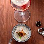 Cèpes du Médoc en raviole de châtaignes, sauce crémeuse de champignons et 1664 Millésime