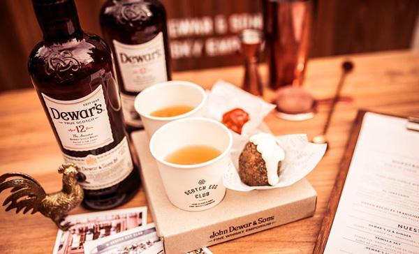 Les fameux Scotch Eggs avec les whiskies Dewar's