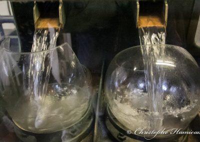 Le distillat sortie d'alambic arrive dans le coffre