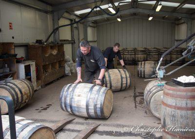 The BenRiach Distillery. Rouler les fûts vers le chai