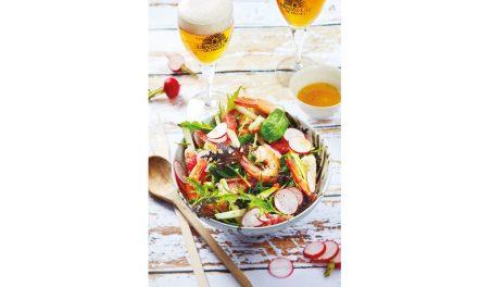 Salade de crevettes aux radis, pamplemousse, pomme, jeunes pousses, coriandre et bière de printemps