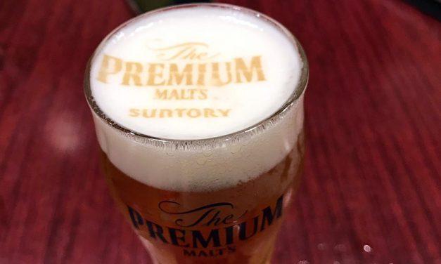 Suntory écrit sur la mousse de ses bières