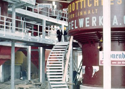 Montage de la zone de brassage de la Brasserie d'Obernai en 1968
