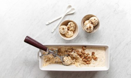 Crème glacée au pain au levain et au whisky sans turbine